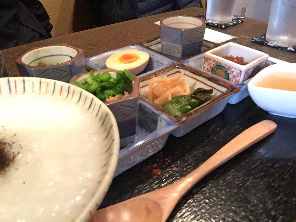 こちかぜ 朝がゆ(6種のおかず、お茶)