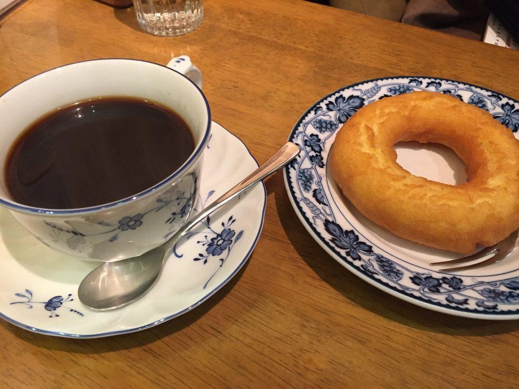 平岡珈琲店 ブレンド珈琲とドーナツセット