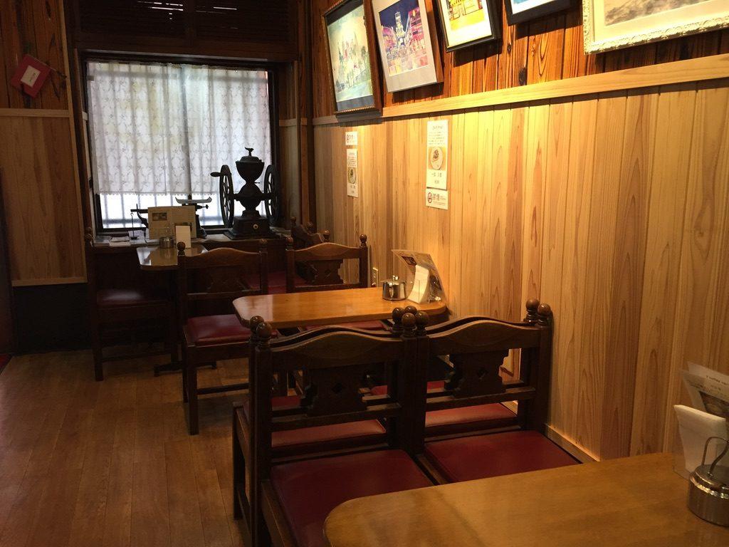 平岡珈琲店 店内1