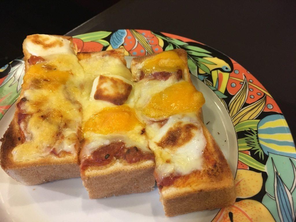 珈琲艇キャビン チーズトースト