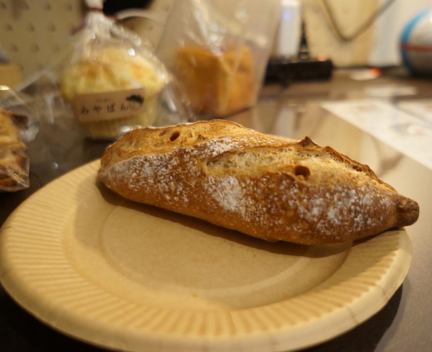 みやぱん くるみとマカダミアナッツのフランスパン