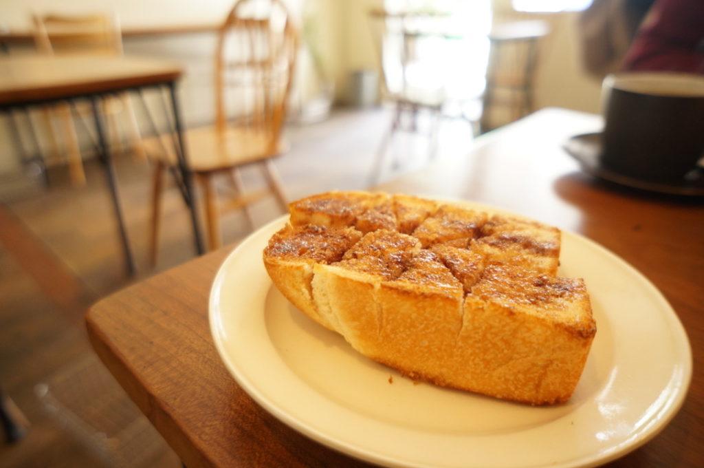 コーヒーハット 蜂蜜バターとシナモンスパイスのトースト