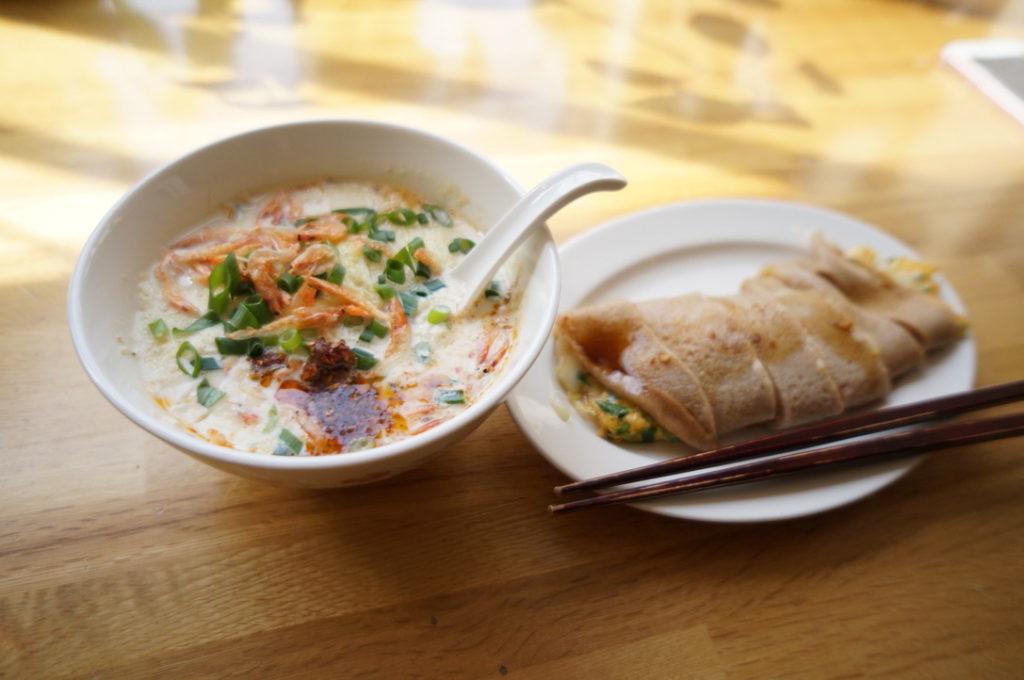 ダイヤメゾン アリッサ鹹豆漿(シェントゥジャン)とベーコンチーズ蛋餅(ダンピン)のセット