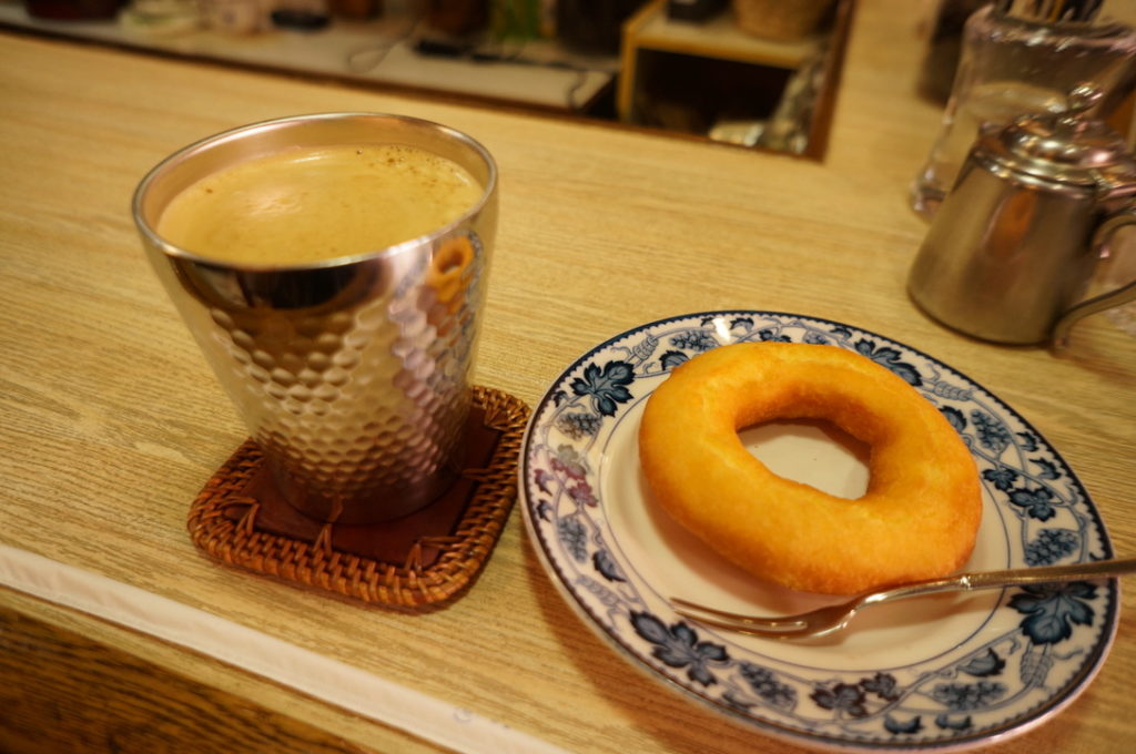 平岡珈琲店 アイスコーヒー・ドーナツ
