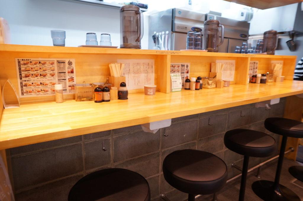 サバ6製麺所 店内
