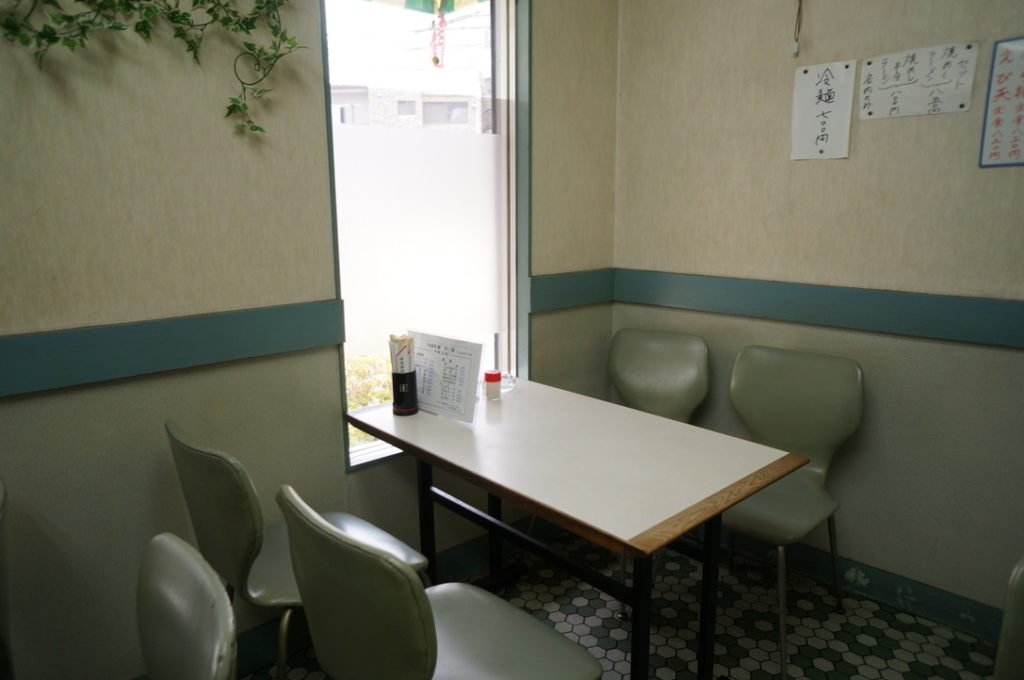 宇宙 テーブル席