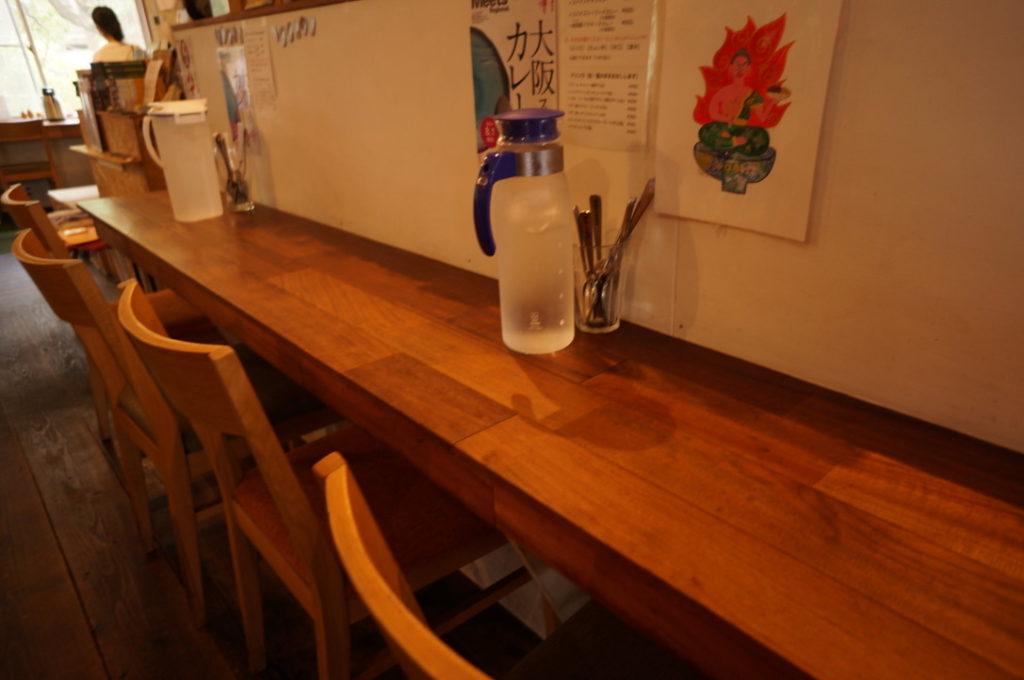 谷口カレー キッチン横のカウンター席