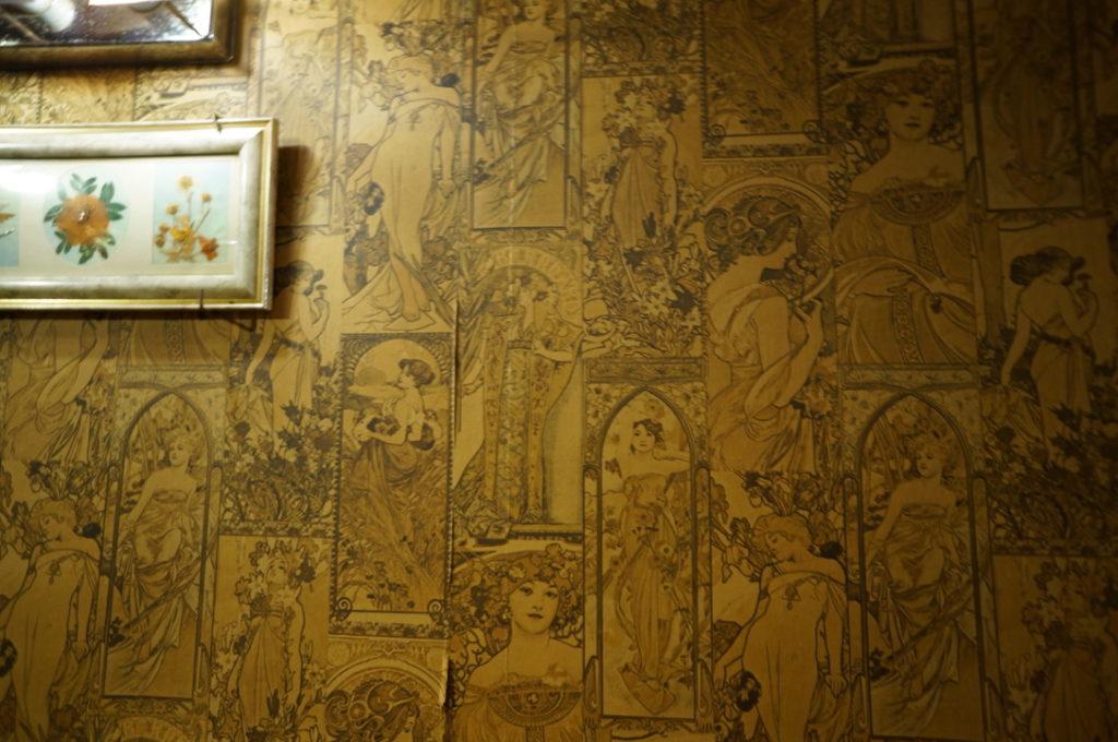 七番館 ミュシャの壁紙