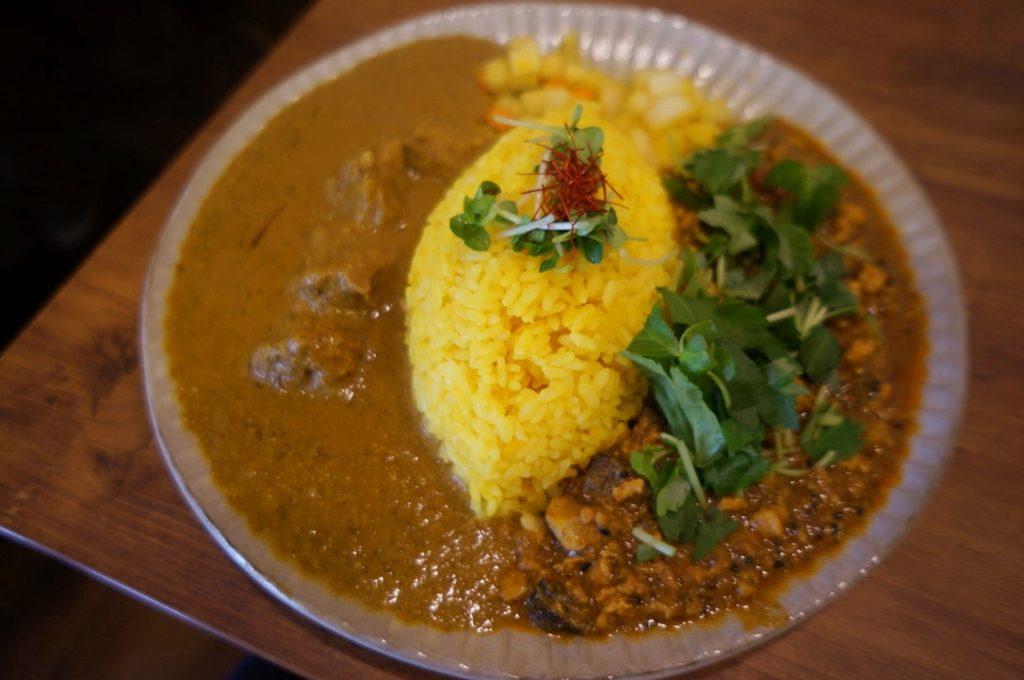 ニッキ 2種盛りカレー(ラムとカシューナッツのカレー・粗挽き鶏と三つ葉の和出汁キーマカレー)