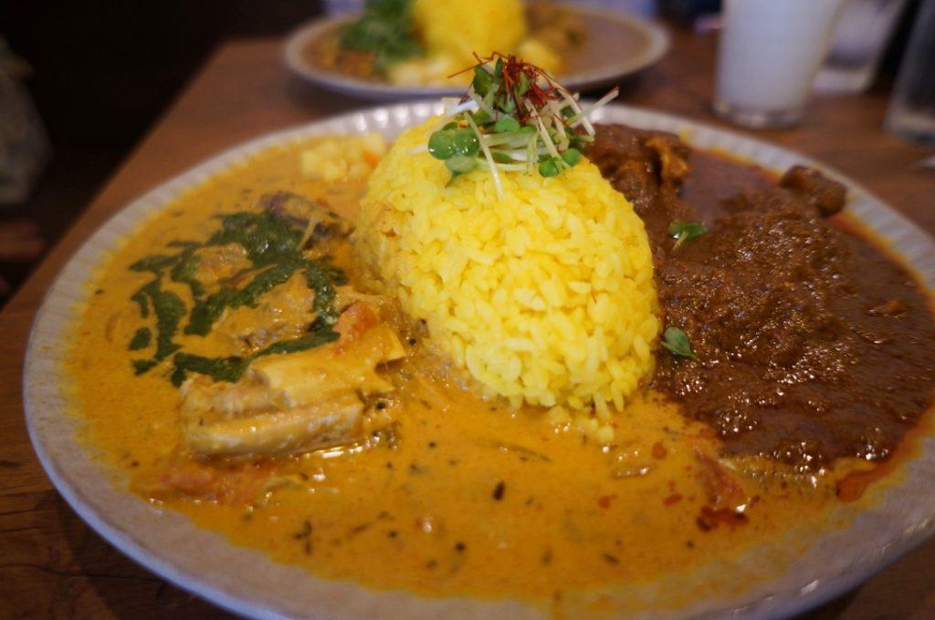 ニッキ 2種盛りカレー(サバとバジルのココナッツカレー・チキンマサラ)