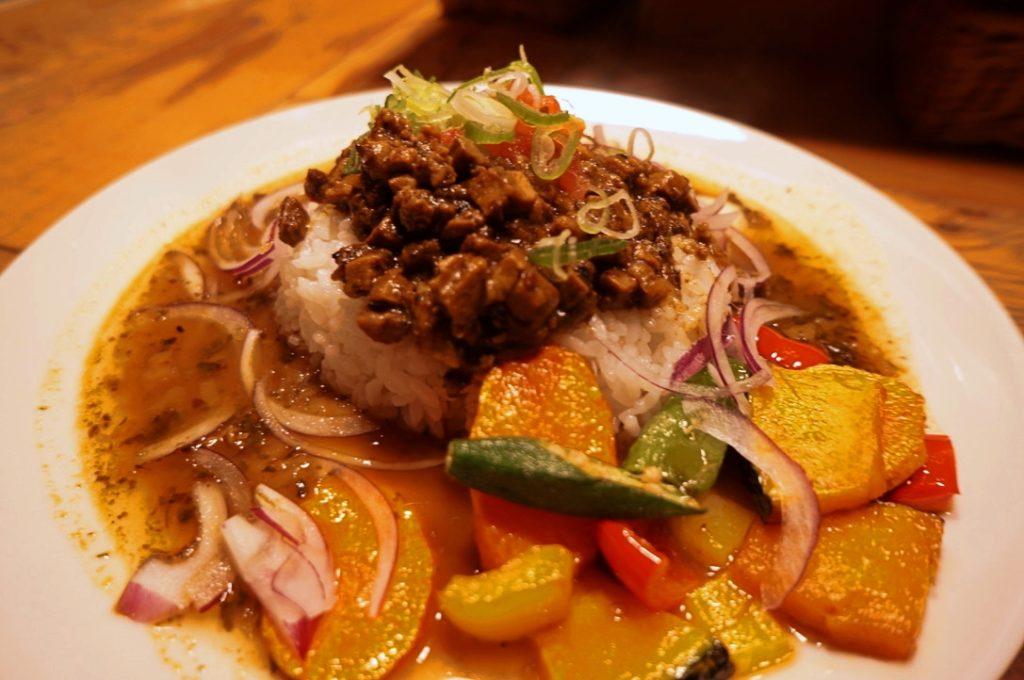 さぼてん食堂 たっぷり野菜と燻製鴨のキーマカレー