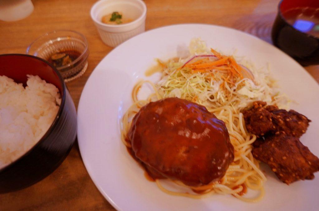 カフェテントウムシ ハンバーグ定食