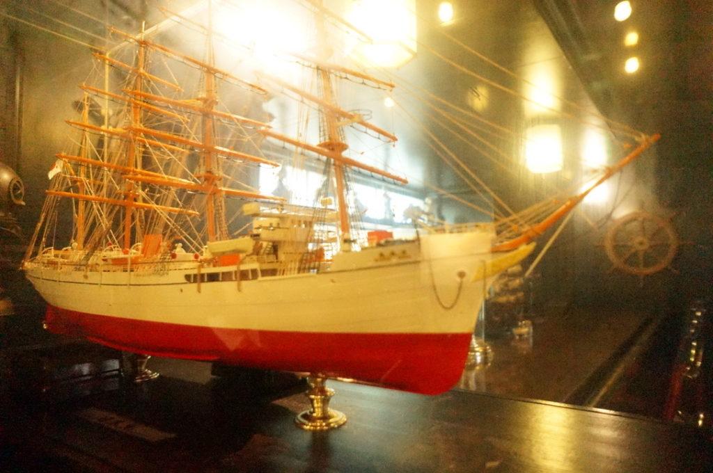 珈琲艇キャビンにある船の模型