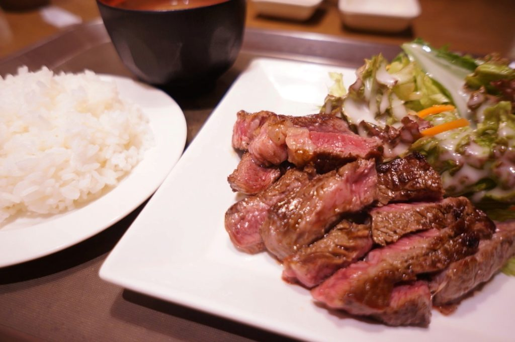 オーマイビーフの熟成牛サービスステーキ