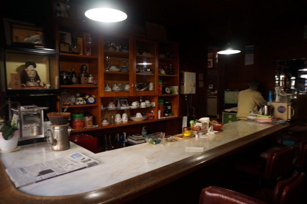 喫茶ヒーロの店内