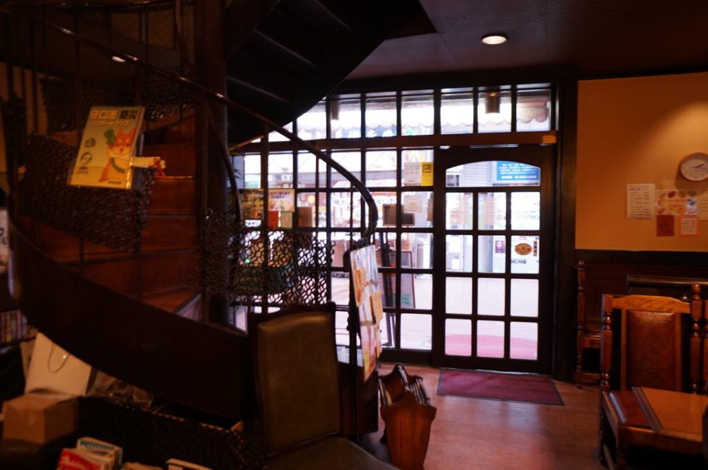 チコオ珈琲の螺旋階段