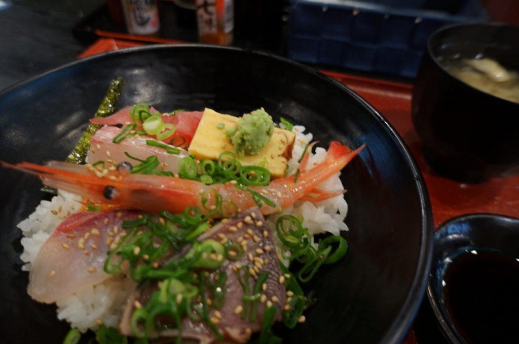 鮪男倶楽部のおまかせ海鮮丼