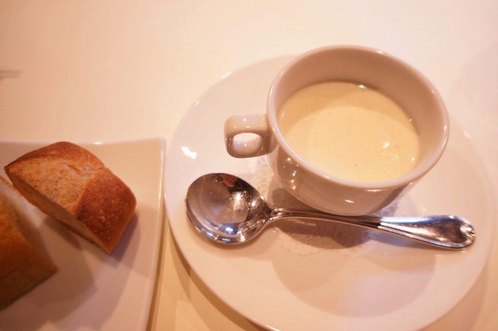 イルコンティヌオのスープとバケット