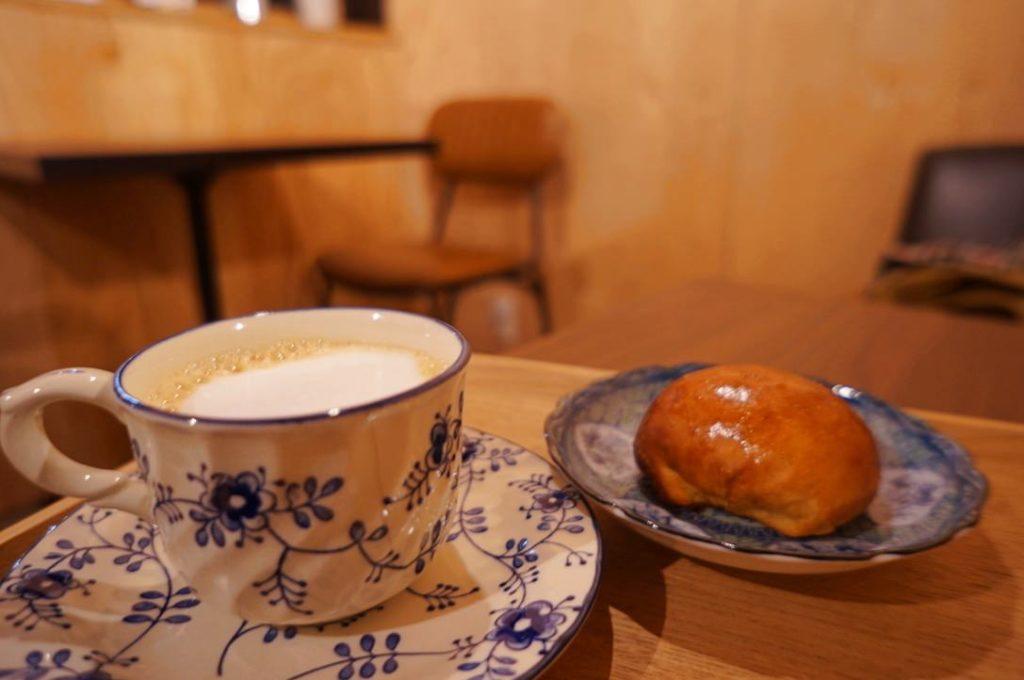 書肆喫茶moriのカフェオレとピロシキ
