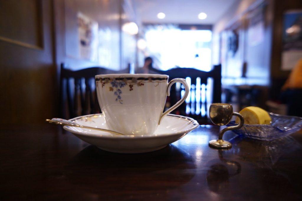 喫茶オランダのホットブレンドコーヒー