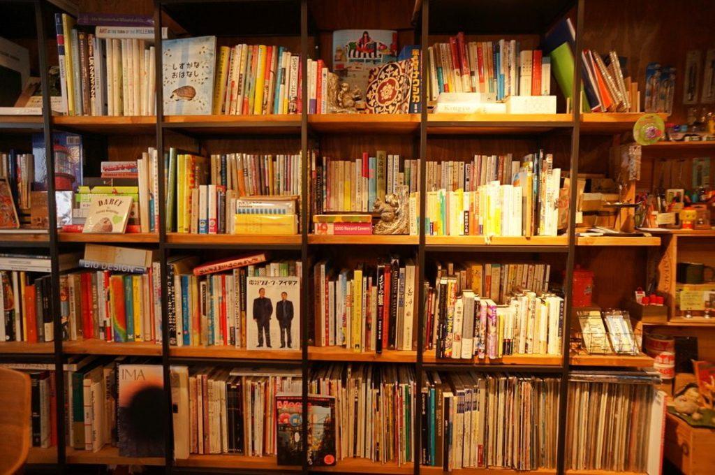 イーゲルの本棚