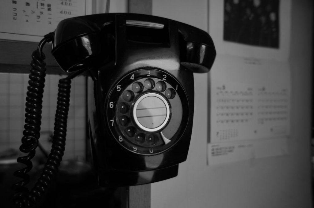 中華料理宇宙の店内にある黒電話