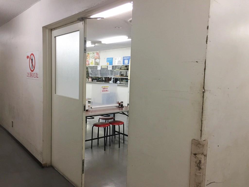 難波給食場の入り口