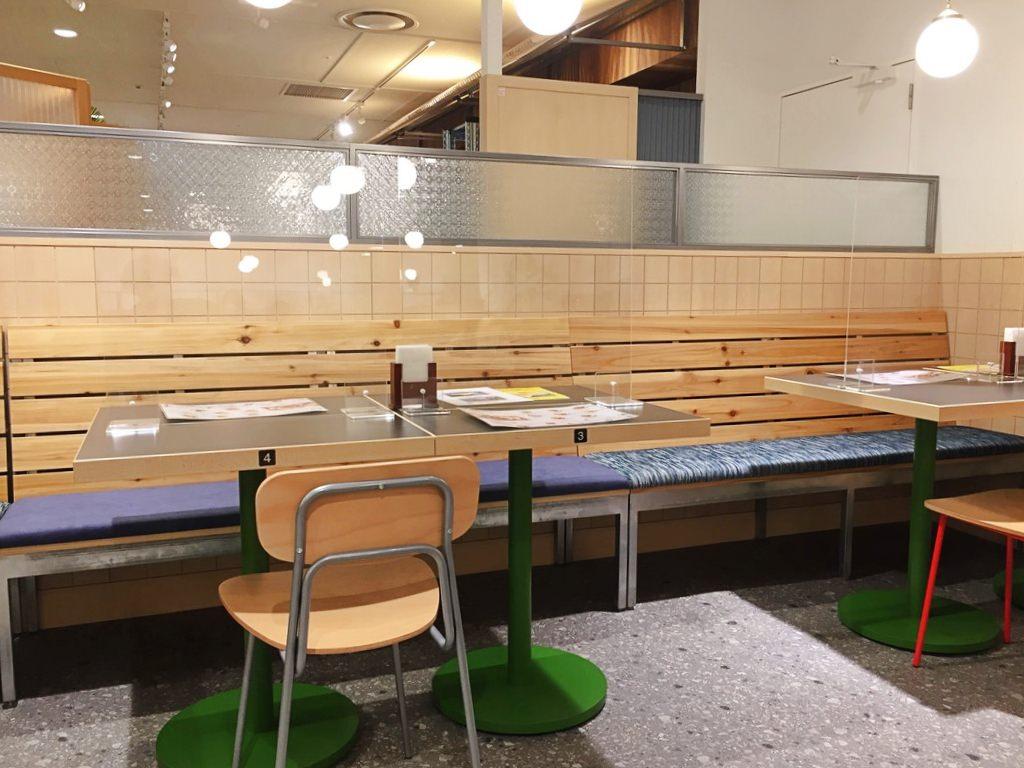 食習(レストラン)の店内