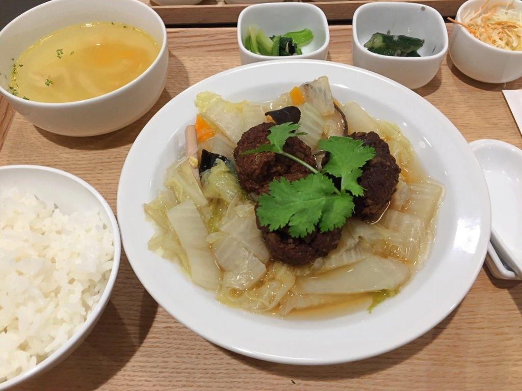 食集の宜蘭西魯肉団子と野菜煮込み定食