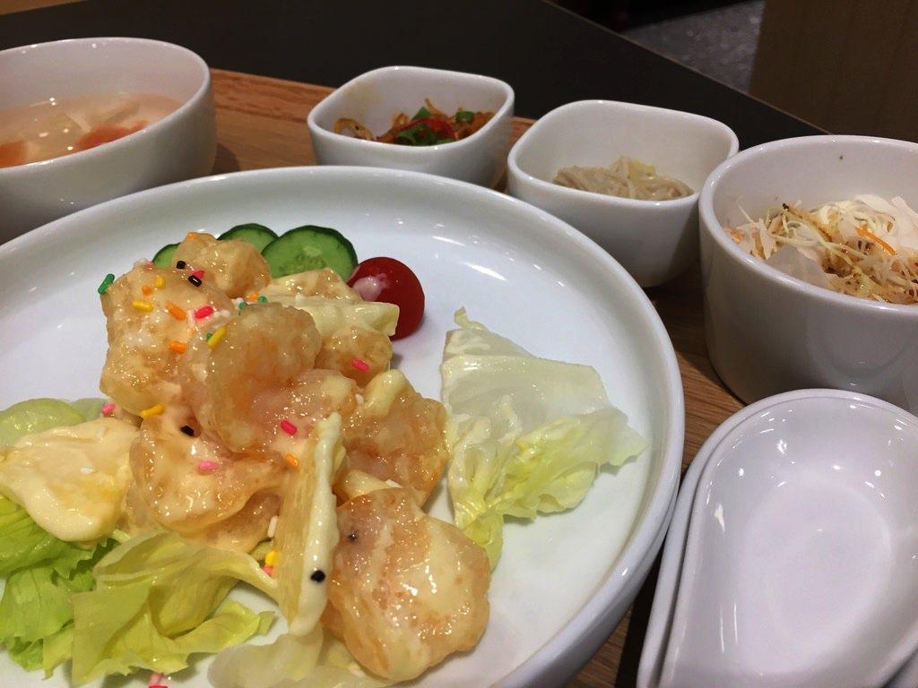 食習のパイナップル海老マヨ定食