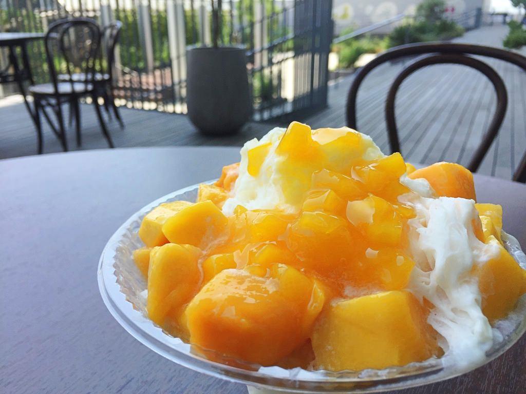 食習のマンゴーミルクかき氷